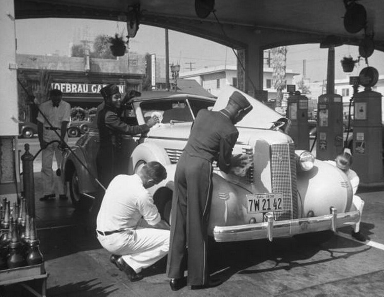 Retro-1940s-Full-Service-Gas-Station
